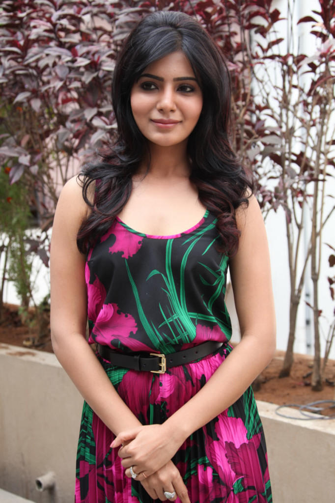 Samantha Strikes A Pose At Jabardasth Movie Press Meet