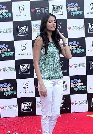 Anushka Sharma In Red Carpet Posed Still