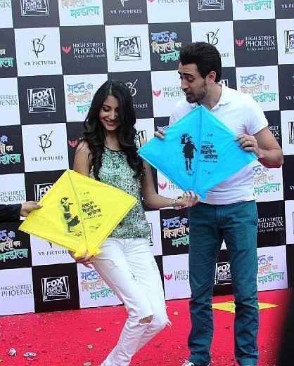 Imran And Anushka Cool At Phoenix Mall For Promote MKBKM