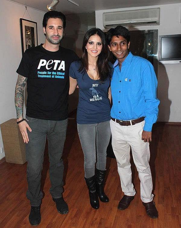 Dino Morea And Sunny Leone Posed For Camera At PETA Adopt Stray Dog Event