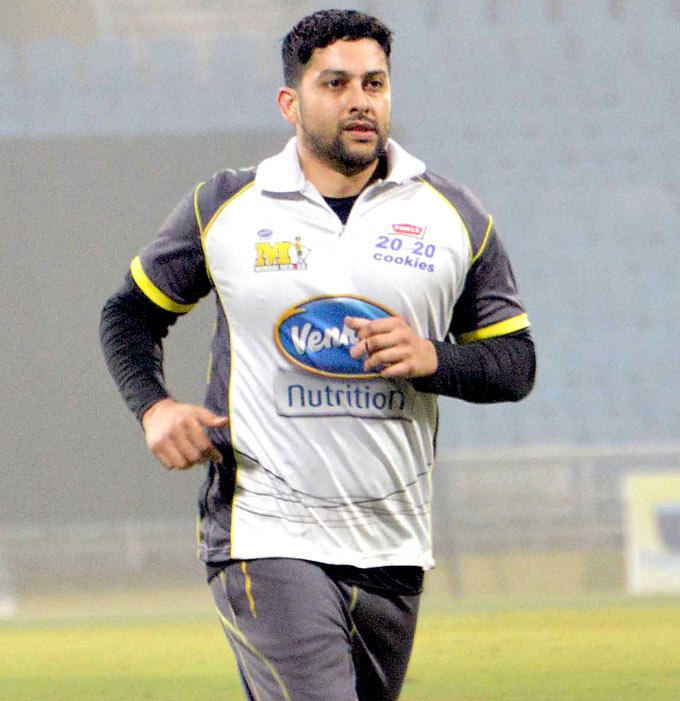 Aftab Shivdasani Warming Up Still At The DY Patil Sports Academy