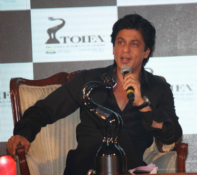 Shahrukh Khan Smiling Still At TOIFA Vancouver 2013 Launch Event