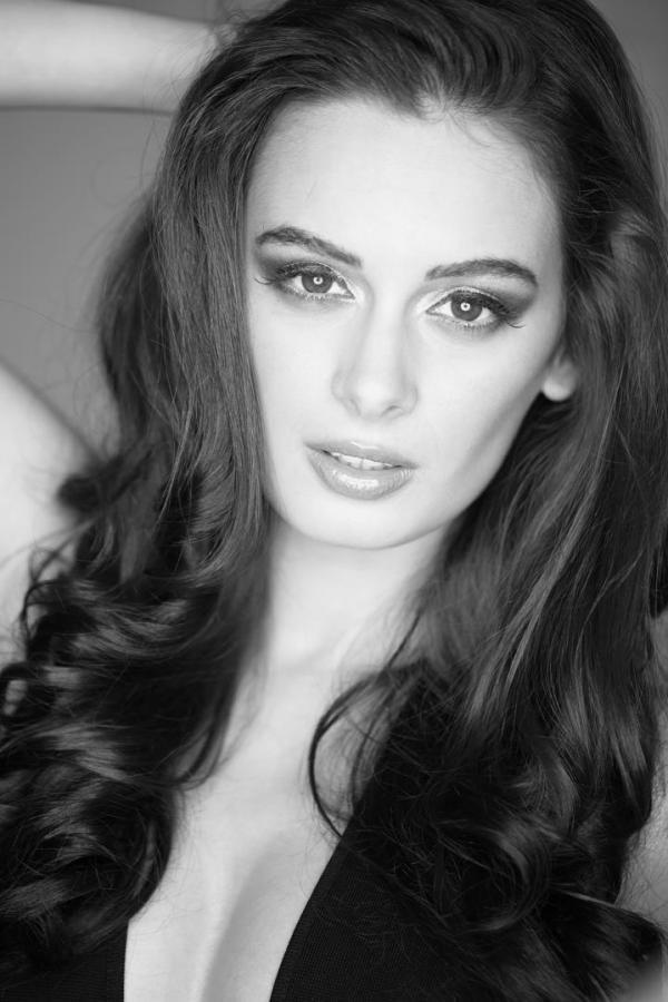 Evelyn Sharma Hot Eyes Look Photo Shoot For Stuff India Feb 2013