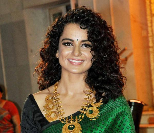 Curly Hair Beauty Kangna Flashes Her Smile At Udita And Mohit Wedding Ceremony