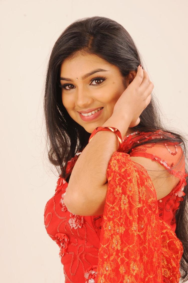 Neeraja Smiling Still From Nenu Chala Worst Movie