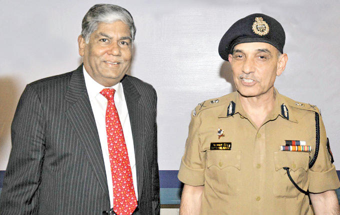 Vijay Kalantri With Satyapal Singh Clicked At Cyber Safety Week 2013