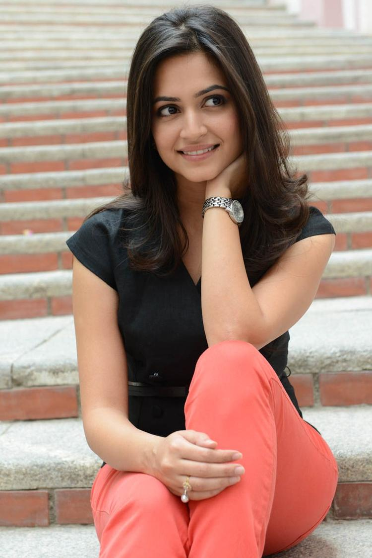 Kriti Kharbanda Dazzling Look Photo Still At Ongole Githa Press Meet