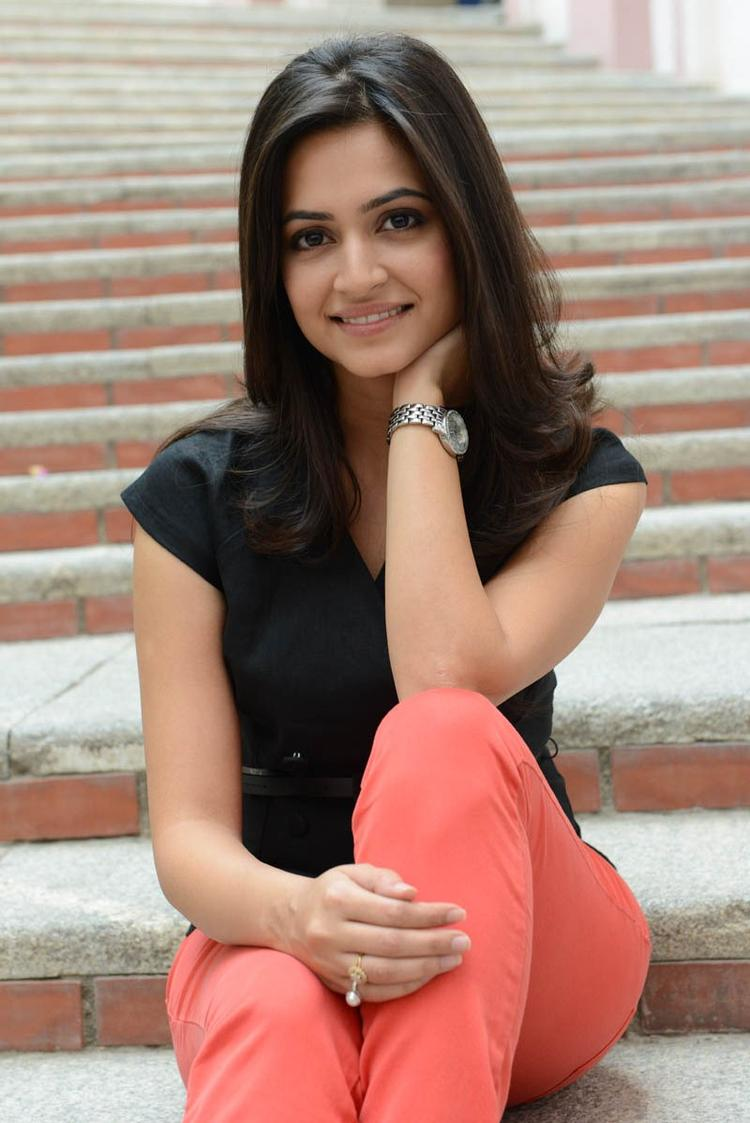 Kriti Kharbanda Glamour Photo Still At Ongole Githa Press Meet