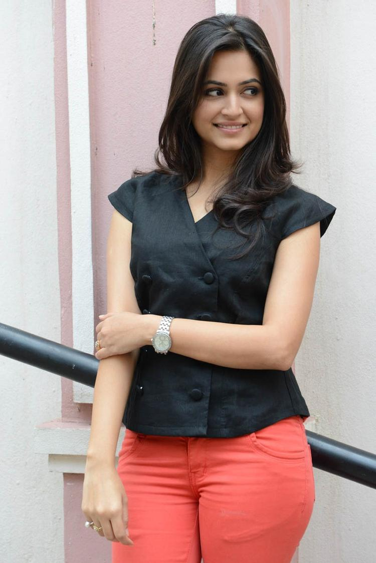 Kriti Kharbanda Looks Fabulous At Ongole Githa Press Meet