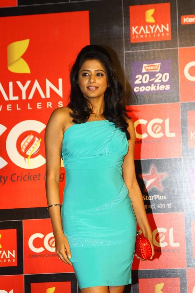 Priyamani Make An Sexy Appearance At CCL 3 Opening Ceremony