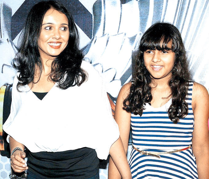 Suchitra With Daughter Kaveri Smiling Photo Clicked At Global Sounds Of Peace Music Concert