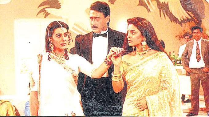 Jackie,Amrita And Juhi A Still From Aaina Movie