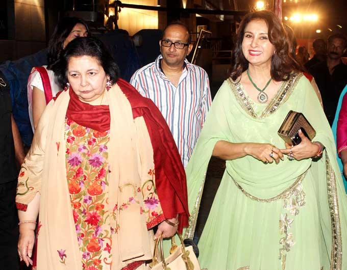 Pamela With Poonam Arrived At The Premiere Of Mai