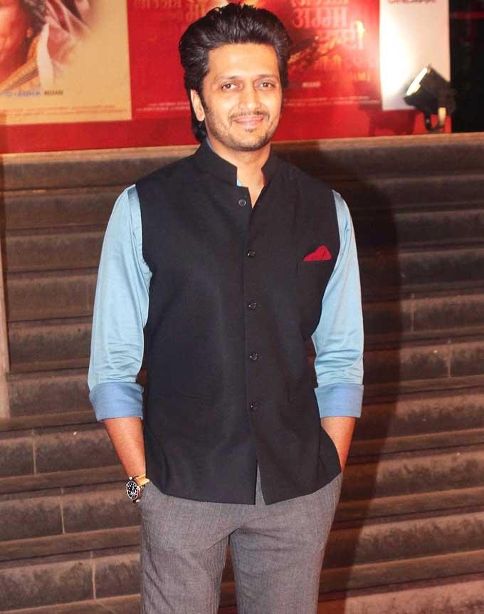 Riteish Deshmukh Flashes A Smile For Shutterbug At The Premiere Of Mai