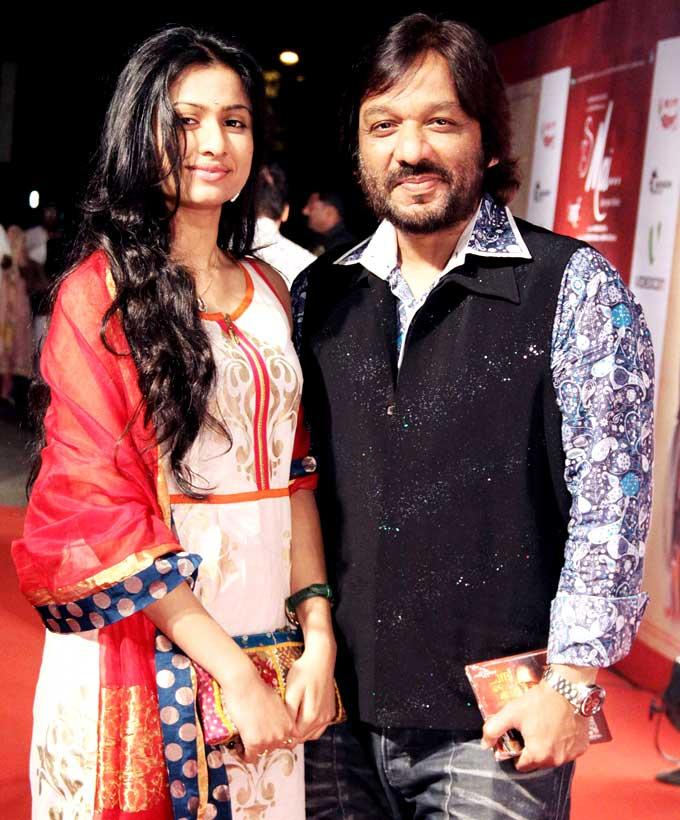 Roop Kumar With Daughter Surshree Strike A Pose For Camera At The Premiere Of Mai