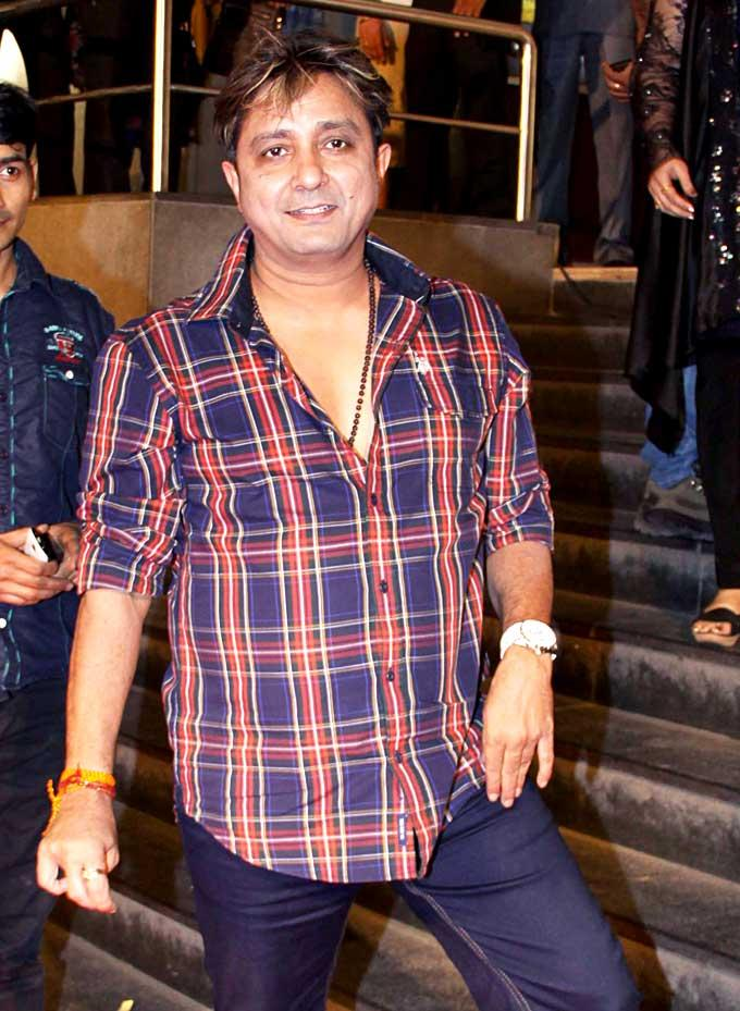 Sukhwinder Singh Stylish Look Pose At The Premiere Of Mai