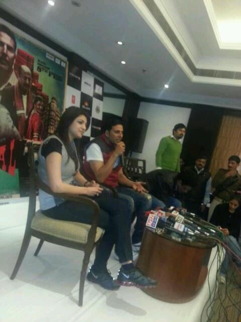 Akshay And Kajal Promoting Special 26 At New Delhi