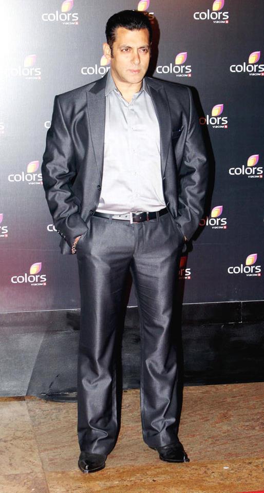 Salman Khan Dazzles Smart Look At Colors IAA Leadership Awards