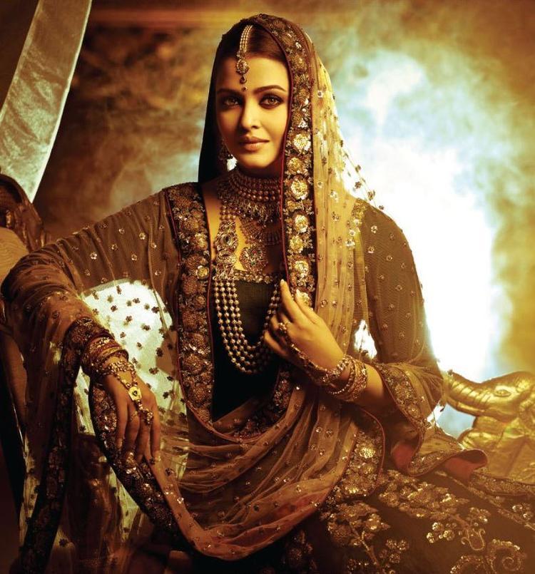 Aishwarya Dazzles In Jewellery Photo Shoot For Kalyan Jewellers