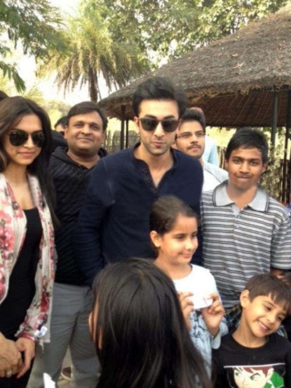 Ranbir Kapoor And Deepika Padukone Stylish Look On The Sets Of YJHD