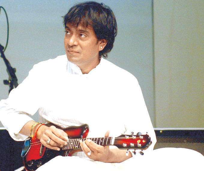 Upalappu Srinivas Plays The Mandolin Paying Tribute To Ustad Alla Rakha Khan
