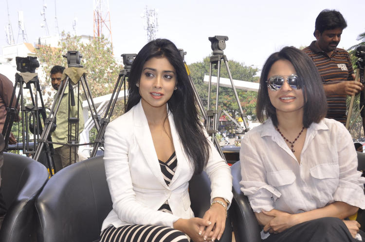 Asmita And Shriya Saran During The Apollo Cancer Hospitals Fashion Show