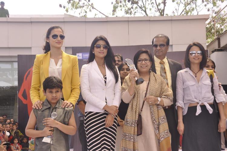 Asmita,Shilpa And Shriya Posed At Apollo Cancer Hospitals Fashion Show