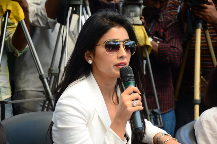 Shriya Saran Addresses The Media At Apollo Cancer Hospitals Fashion Show