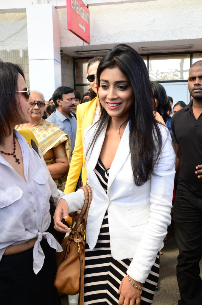 Shriya Saran Flashes A Smile At Apollo Cancer Hospitals Fashion Show