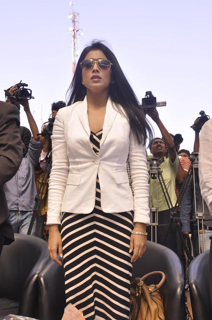 Shriya Saran Glamour Look At Apollo Cancer Hospitals Fashion Show