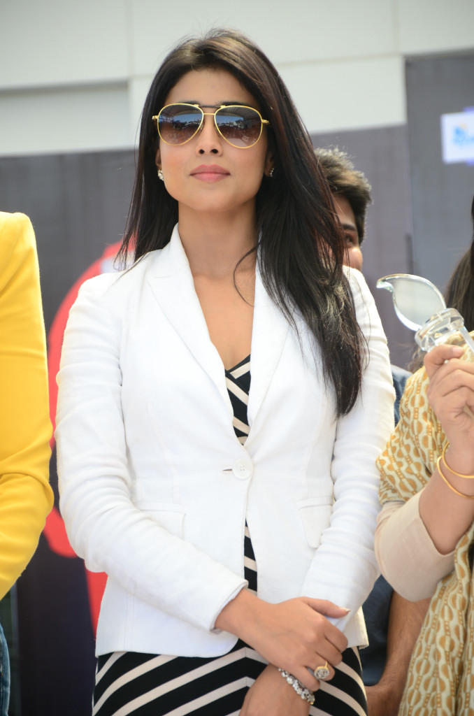 Shriya Saran Stylish Look At Apollo Cancer Hospitals Fashion Show