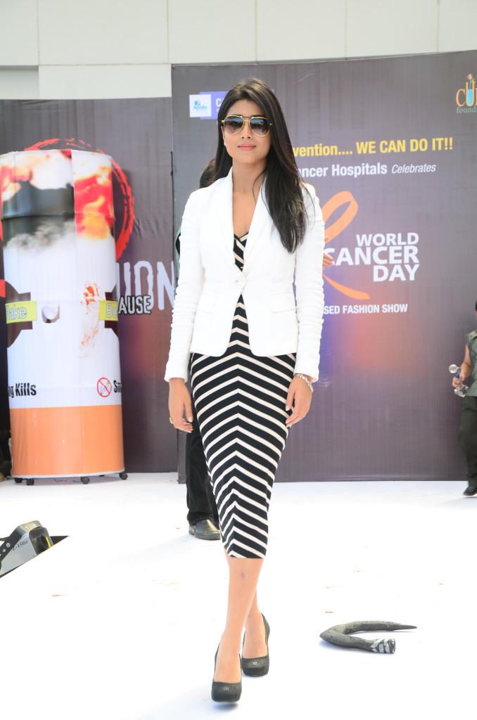 Shriya Saran Walks On Ramp At Apollo Cancer Hospitals Fashion Show
