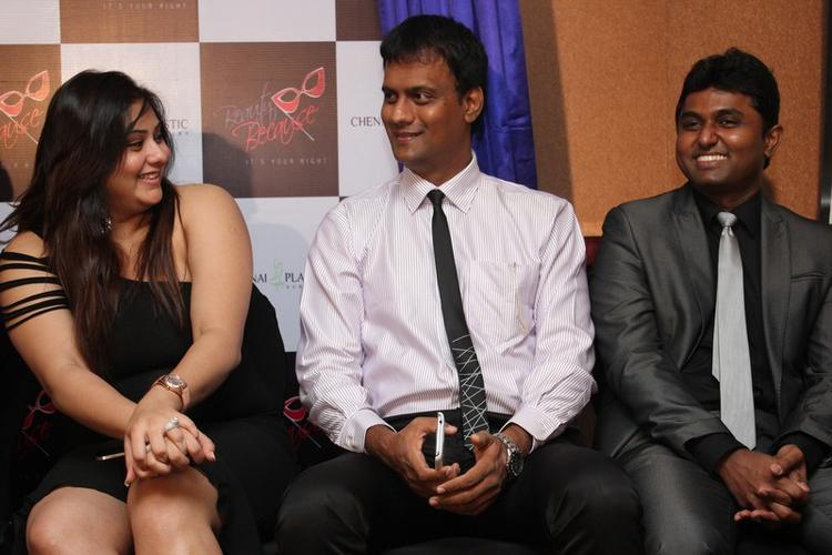 Namitha Kapoor Chatting Still At Chennai Plastic Surgery Beauty Because Club