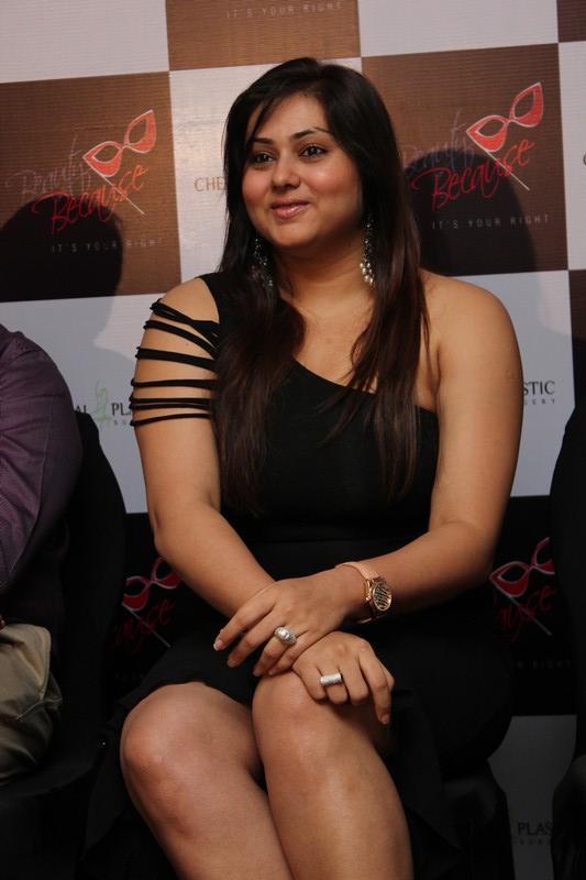 Namitha Kapoor Sexy Look At Chennai Plastic Surgery Beauty Because Club