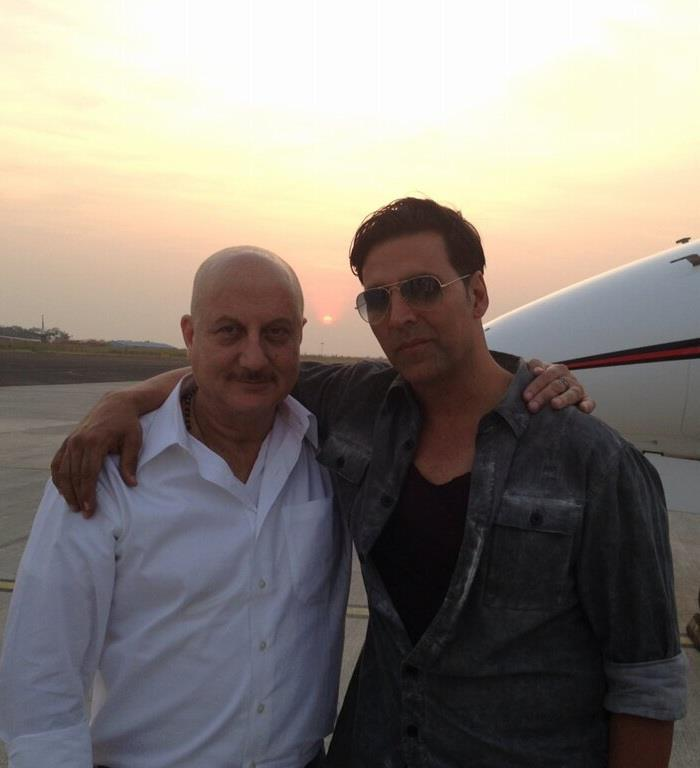 Akshay Kumar And Anupam Kher Smiling Pose At Nagpur Airport