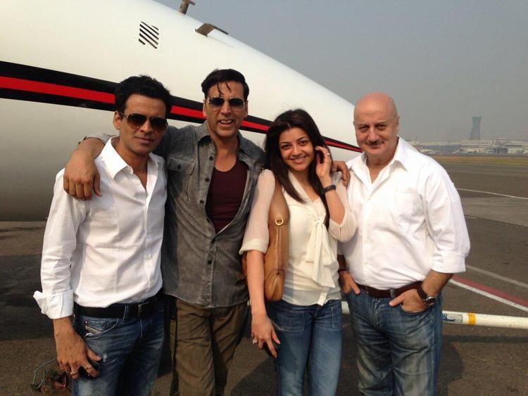 Akshay,Anupam,Kajal And Manoj Clicked At Nagpur Airport