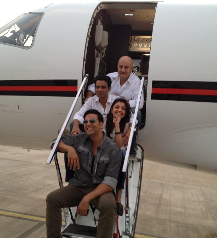 Akshay,Anupam,Kajal And Manoj Cool Pose At Nagpur Airport