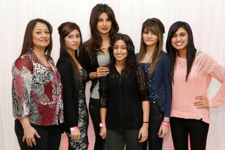 Priyanka Chopra Posed For Camera With Fans At Bramalea City Center