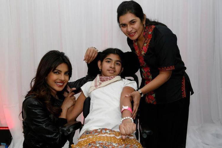 Priyanka Chopra Smiling Look With Fans At Bramalea City Center