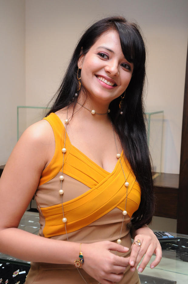 Saloni Aswani Hot And Sexy Look At Hiya Jewellers Launch Event