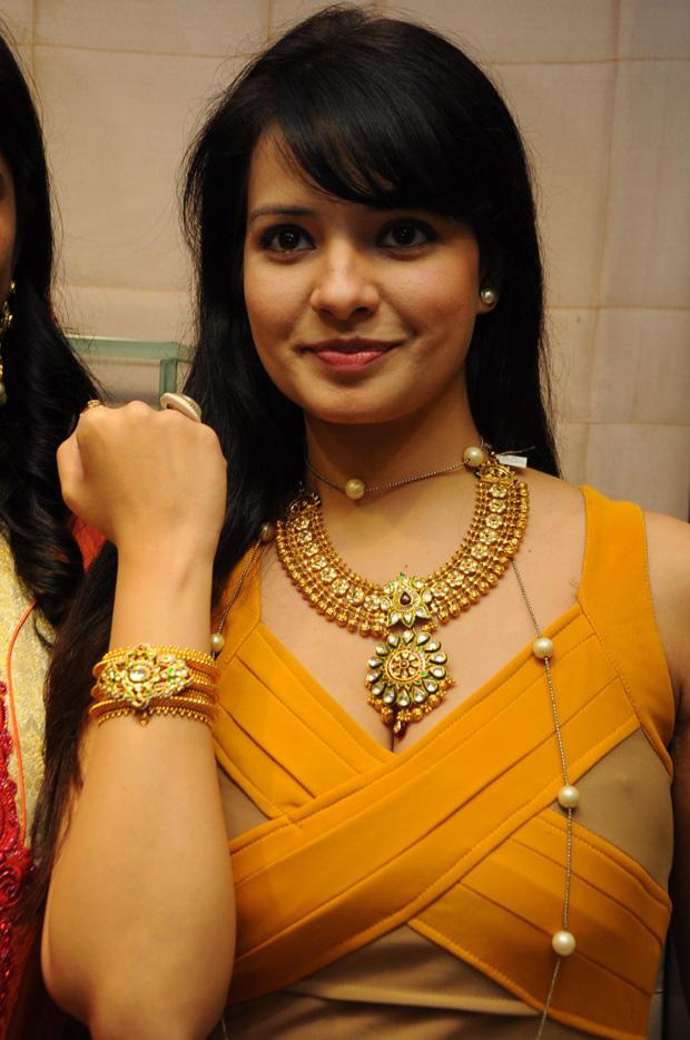 Saloni Aswani Launches Hiya Jewellers