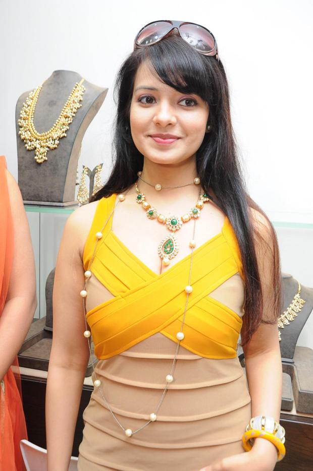 Saloni Aswani Smiling Still At Hiya Jewellers Launch Event