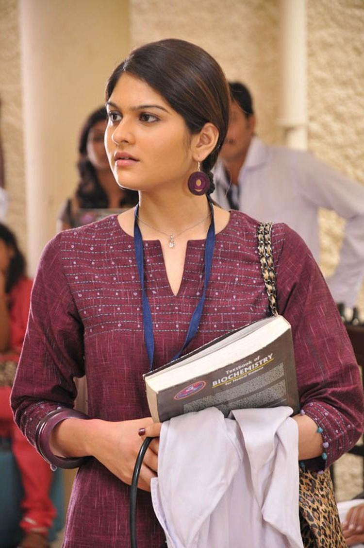 Anuya Bhagvath Nice Look From Nakili Movie