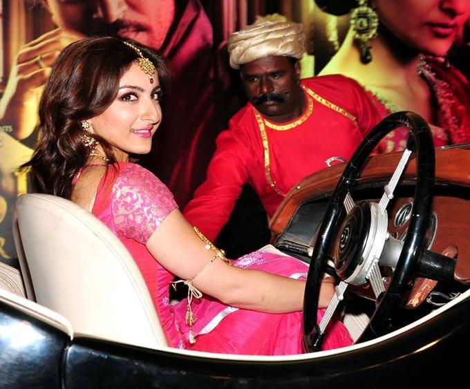 Soha Ali Khan Behind The Wheels At The Trailer Launch Of Saheb Biwi Aur Gangster Returns