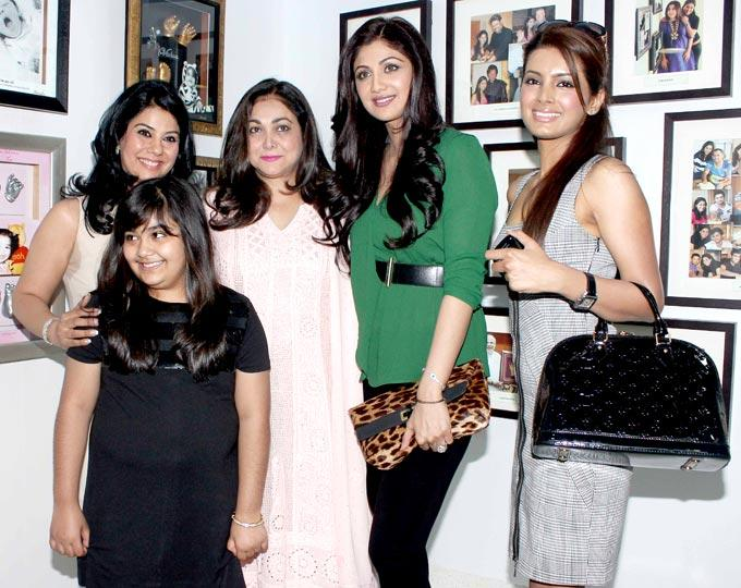 Tina,Shilpa And Geeta Cool Pose At Bhavna Jasra's First Impression Gallery Launch