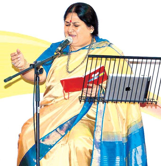 Shubha Mudgal Sang A Couple Of Songs That Had The Audience Mesmerised At Fourth Edition Of The Laadli National Media Awards 2013