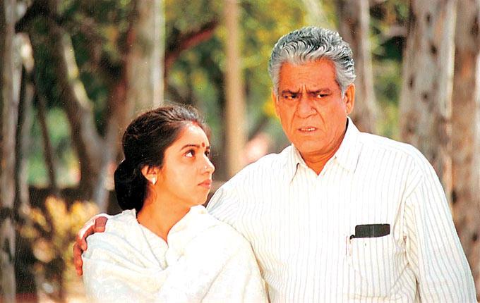 Om Puri And Revathi In Dhoop Movie