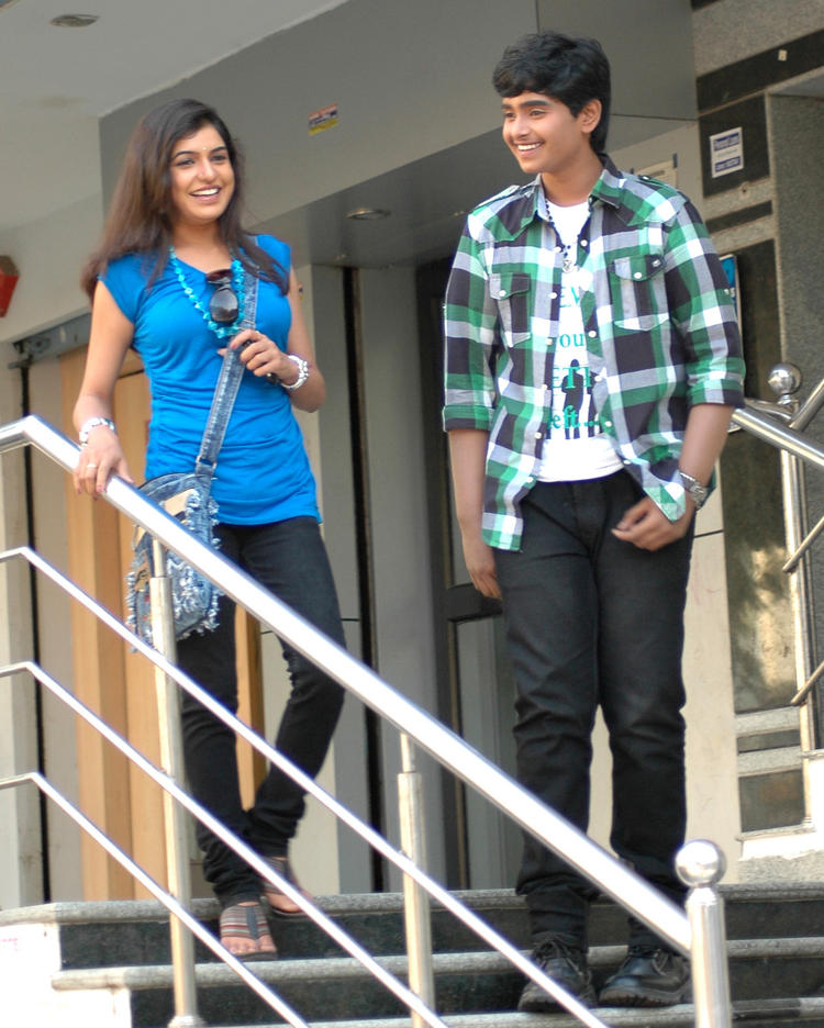 Supreme And Bhavani Smiling Cool Still From Boyfriend Telugu Movie