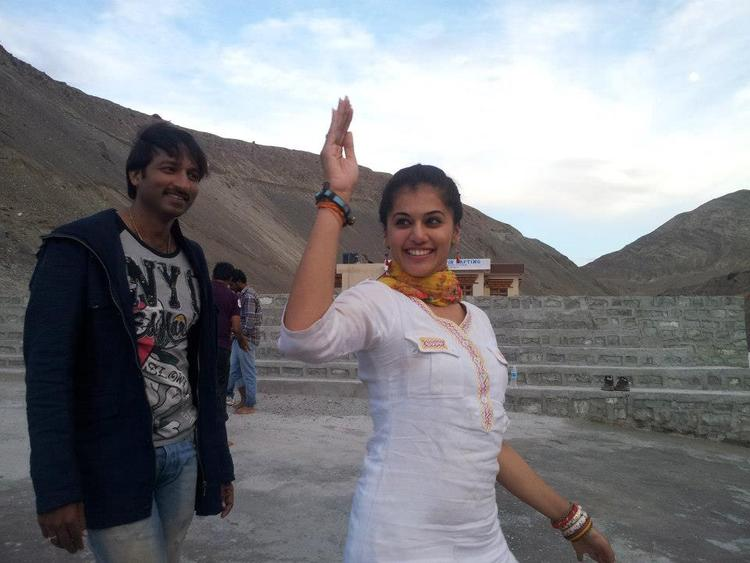 Gopichand And Taapsee Dancing Pose On the Sets Of Jackpot Movie