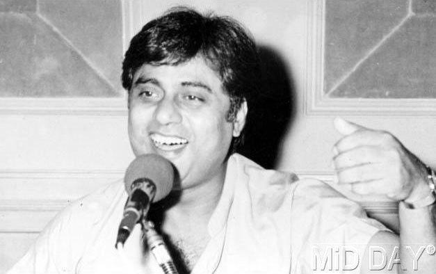 Cool Jagjit Singh Singing Photo